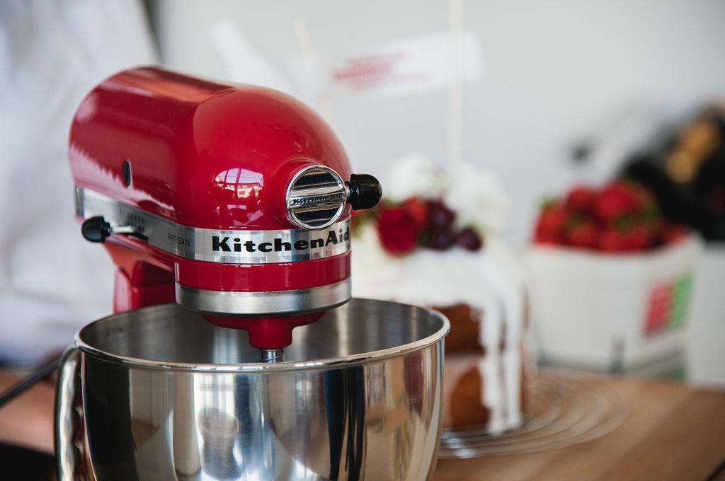 Postausmeinerküche Thema Zusammen schmeckts besser SisterMag Coca-Cola Kitchen Aid rot